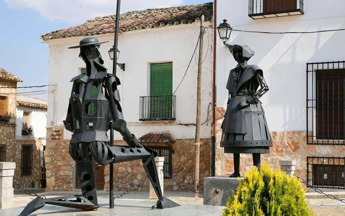 Статуя Дульсинеи и Дон Кихота