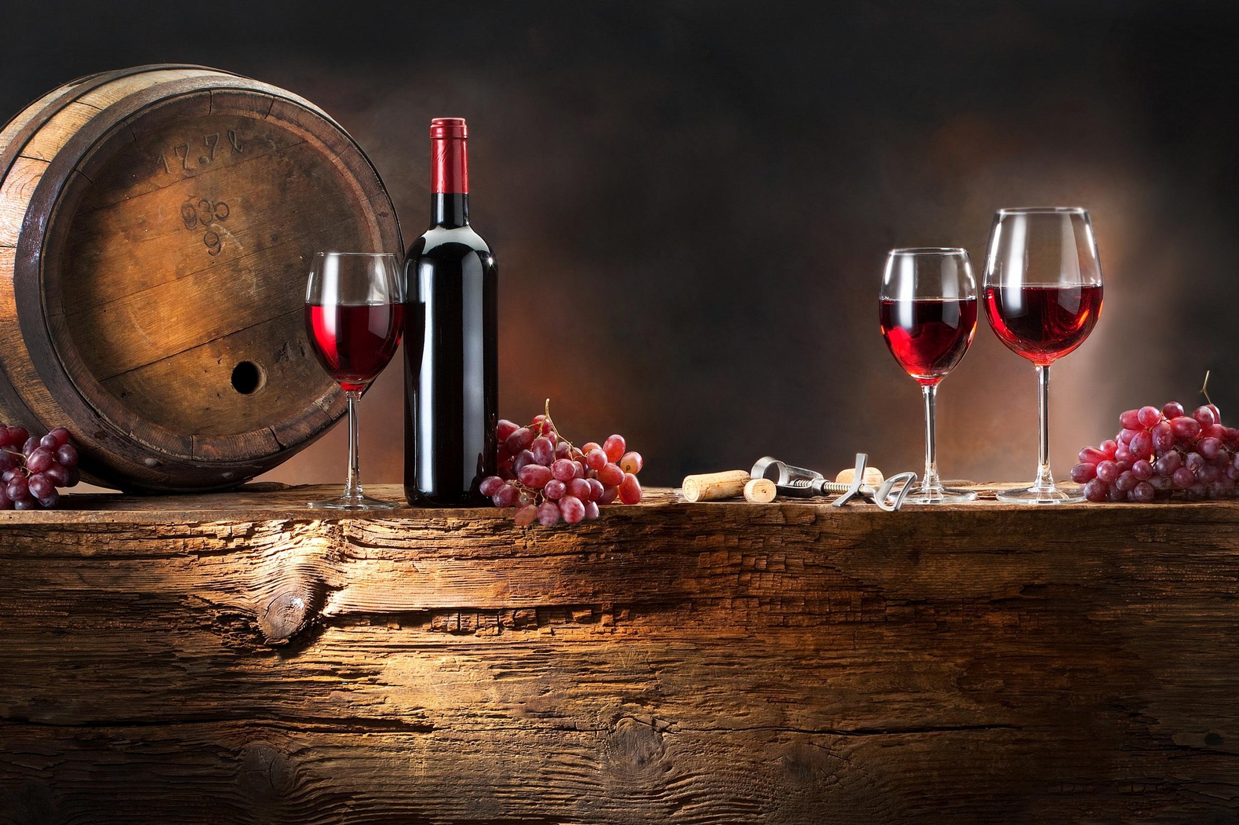 Вино выдерживают в дубовых бочках
