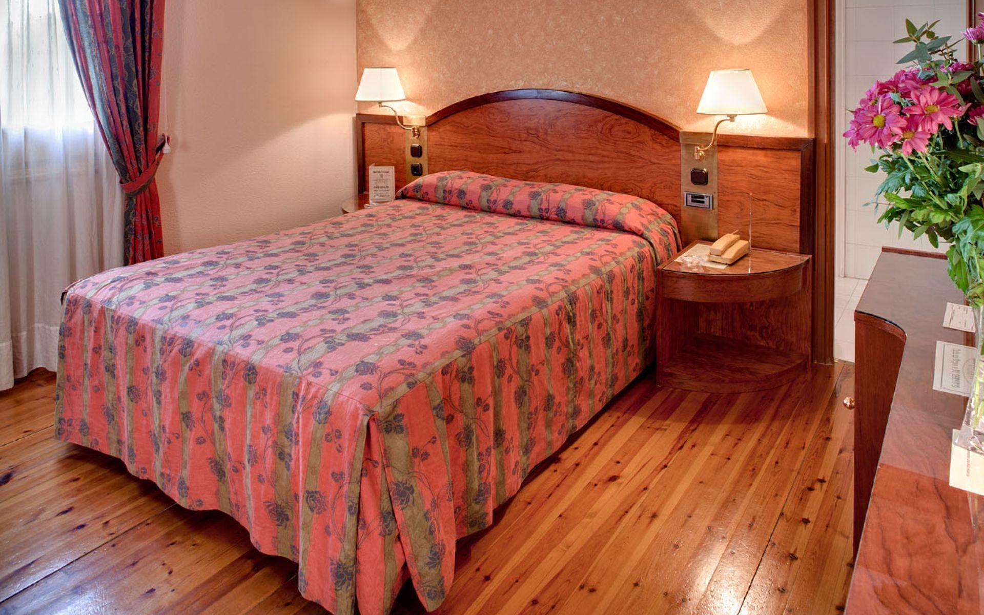 Номер в отели Pedro I De Aragon Hotel