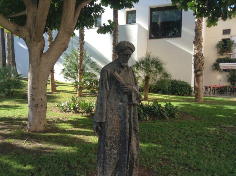 Памятник Ибн Габиролю в Малаге