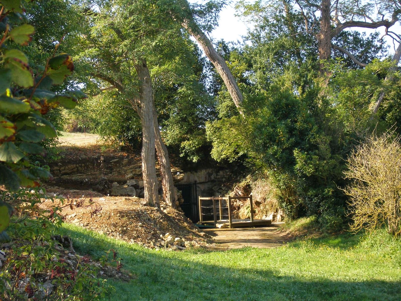 Вход в пещеру Альтамира