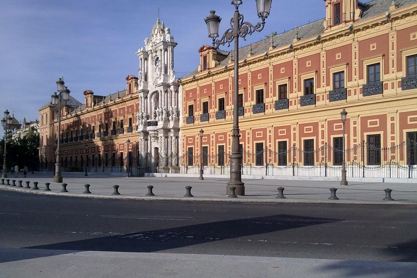Дворец Сан-Тельмо на набережной