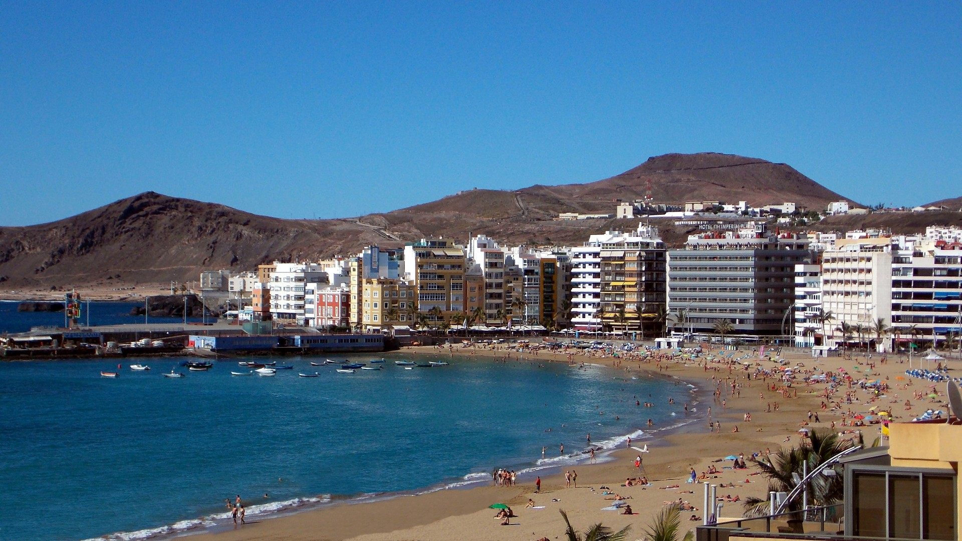 Прекрасный золотой пляж Плая-лас-Кантерас