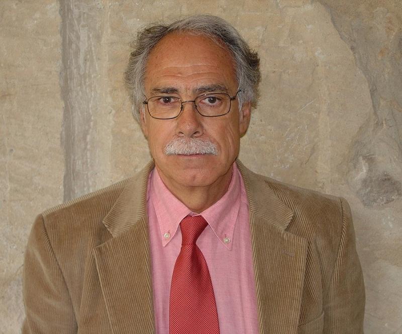Портрет писателя Камило Хосе Села