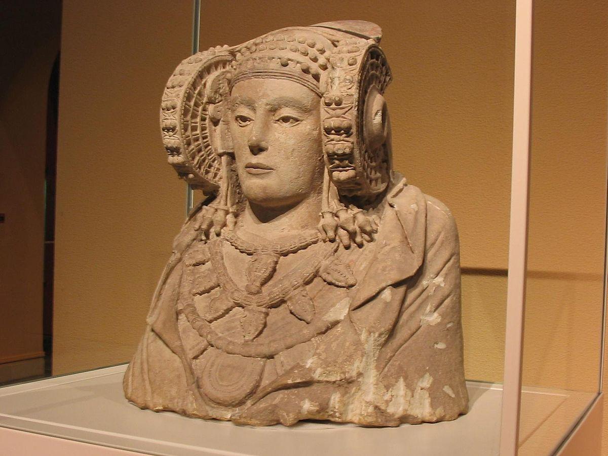 """Скульптура """"Дама из Эльче"""", создателями которой являются иберы"""