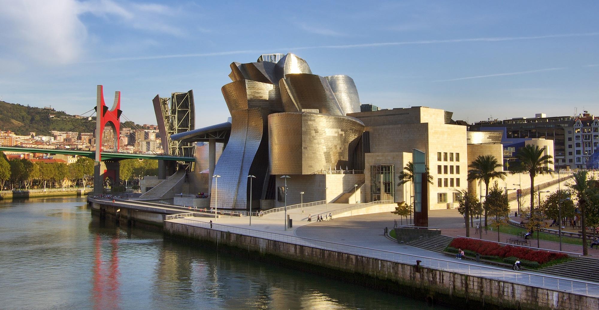 Вид музея Гуггенхайма в Бильбао