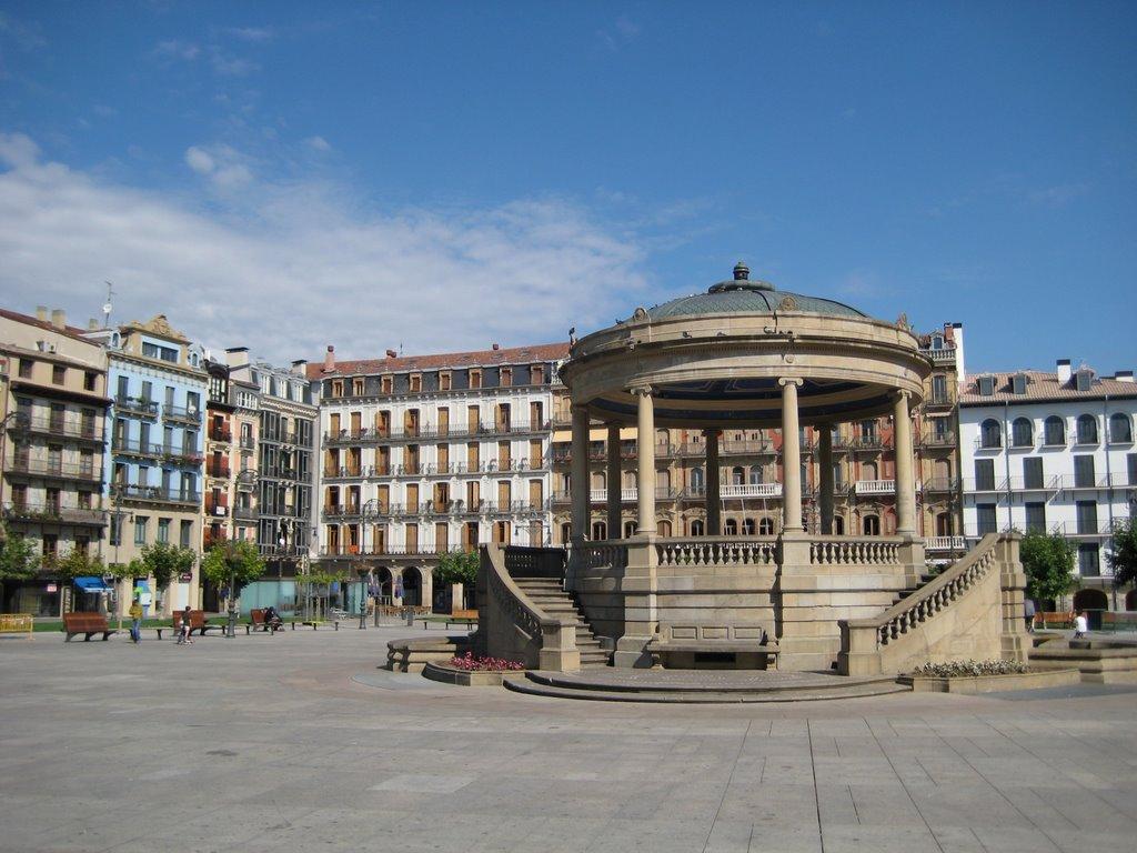 Площадь дель Кастильо В Памплоне