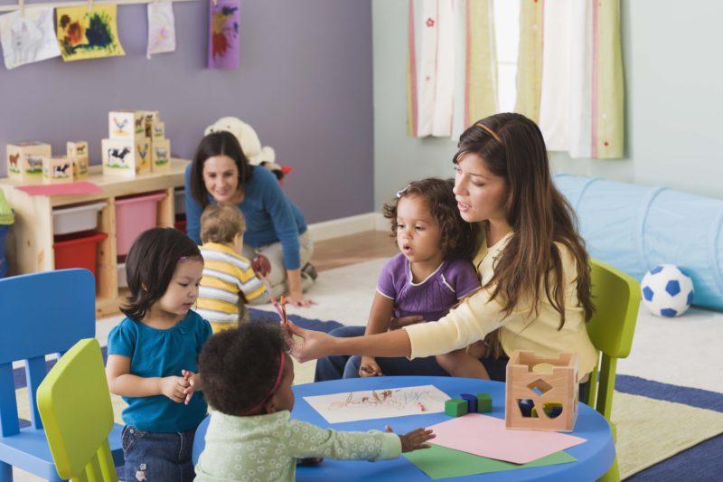 В Испании с 3-6 лет дети обучаются в детских садах