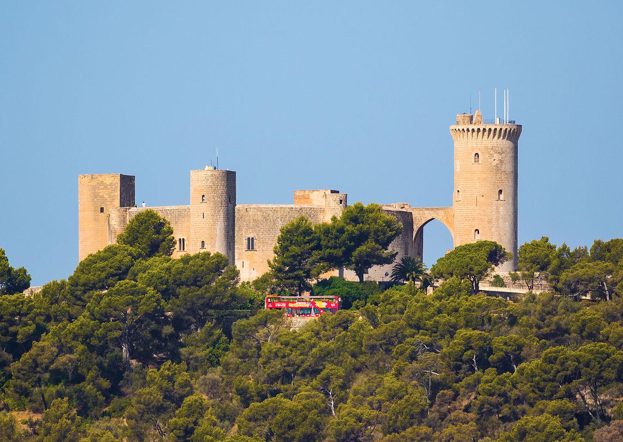 Замок Бельвер на Мальорке