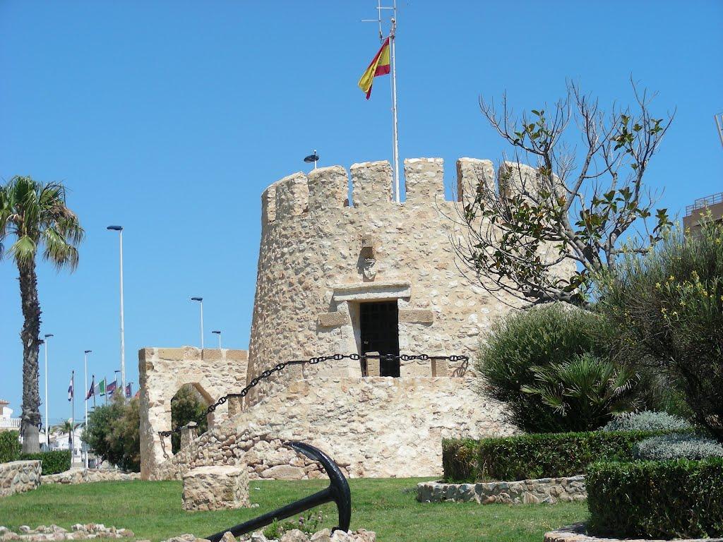 Старинная башня Торре-дель-Моро